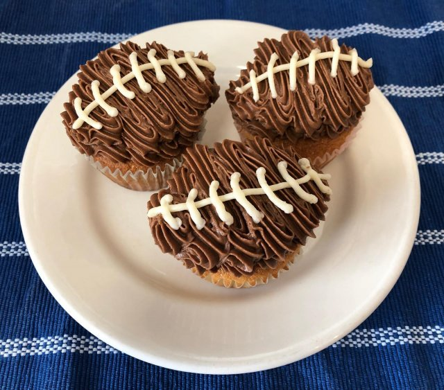 Gearing up for the big game? Stop in for peanut butter filled cupcakes to get in the spirit! 🏈 . . . #diemandfarm #wendellma #farmstore #comeseewhatscooking #shoplocal #familyfarm #westernma #franklincounty #pioneervalley #othersidema #visitwesternma #igers413 #newengland_igers #igersmass #massachusetts_igers #navigatingnewengland #biggame #Super Bowl #football #cupcakes