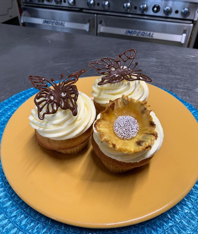 In celebration of the springlike vibes, grab one of our decadent homemade cupcakes with cherry whipped cream filling— decorated with a chocolate butterfly or dried pineapple flower. 🌼 . . . #diemandfarm #wendellma #farmstore #shoplocal #buylocal #eatlocal #familyfarm #westernma #franklincounty #pioneervalley #othersidema #visitwesternma #igers413 #newengland_igers #igersmass #massachusetts_igers #spring #butterfly #flowers #cupcakes